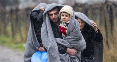 عوامل الجو وتقلباته يؤثروا بالسلب علي اللاجئيين بحدود مقدونيا