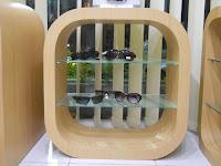 furniture semarang - etalase toko kacamata 08