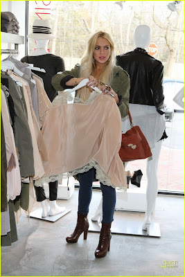 Singer22 Shopping Trip! :Lindsay Lohan