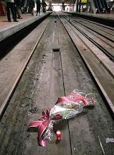 """Vídeo del poema """"Trens rigorosament descurats al somni de la mort"""""""
