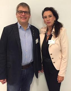 Zufriedene Gesichter - Petra Sklarz - Partnerbetreuerin der DATEV eg - und Jürgen Bruns - Geschäftsführer der 123erfasst.de GmbH
