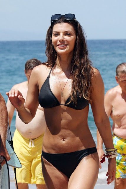 Ali-Landry-Shows-Off-Her-Bikini-Body-In-Hawaii-1