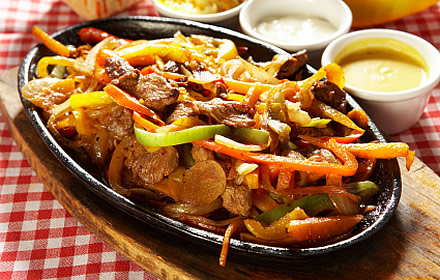 Image result for chicken fajitas with flour tortillas rice andrefried beans fotos