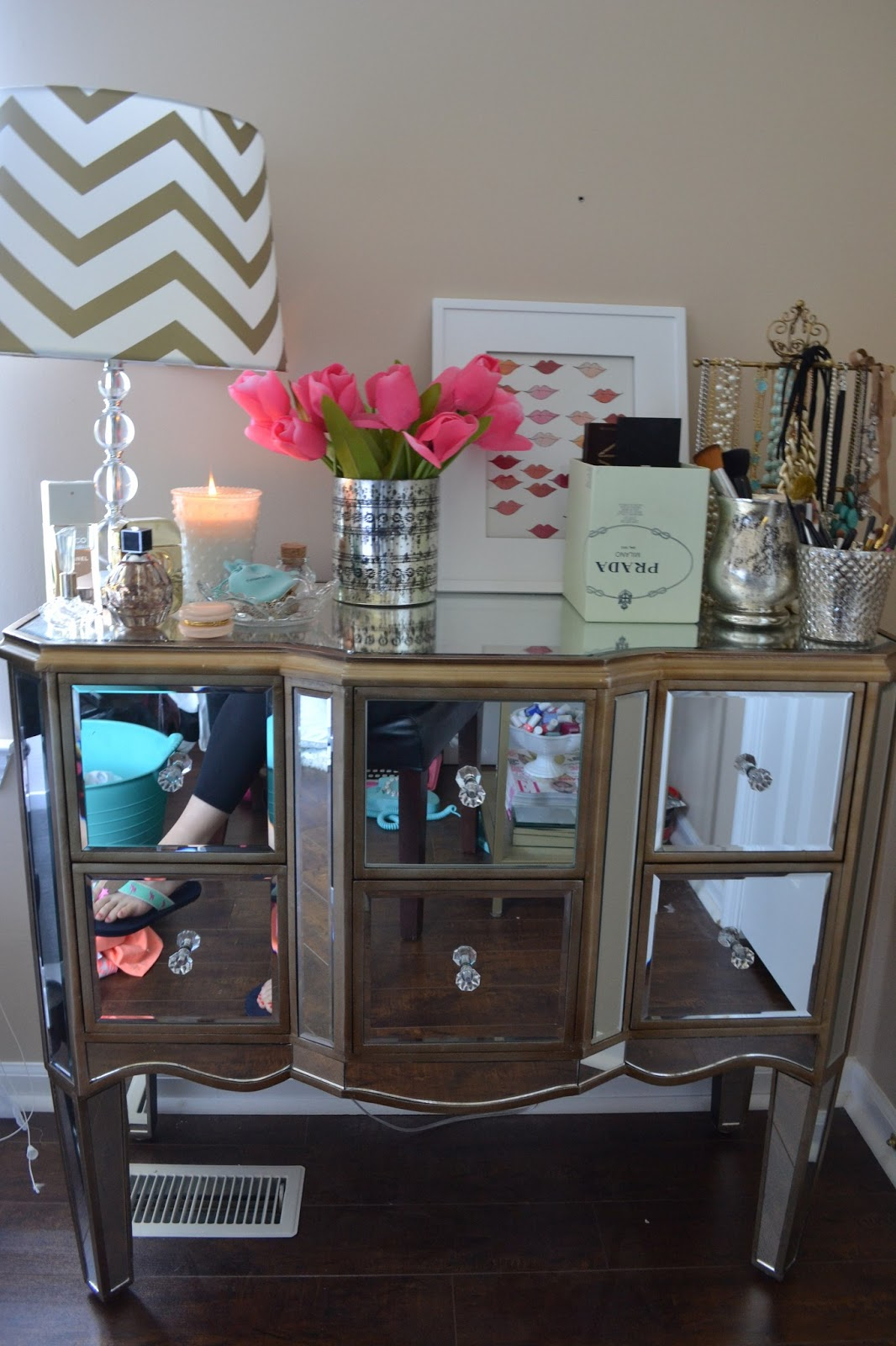 All Things Pink And Pretty Used Furniture Store Fridays Decorating Tips