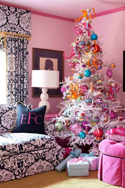 http://www.skonahem.com/Jul/Den-kitschiga-och-fargglada-julen