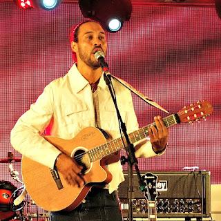 Juninho Araújo na Festa Nacional da Música de 2015.