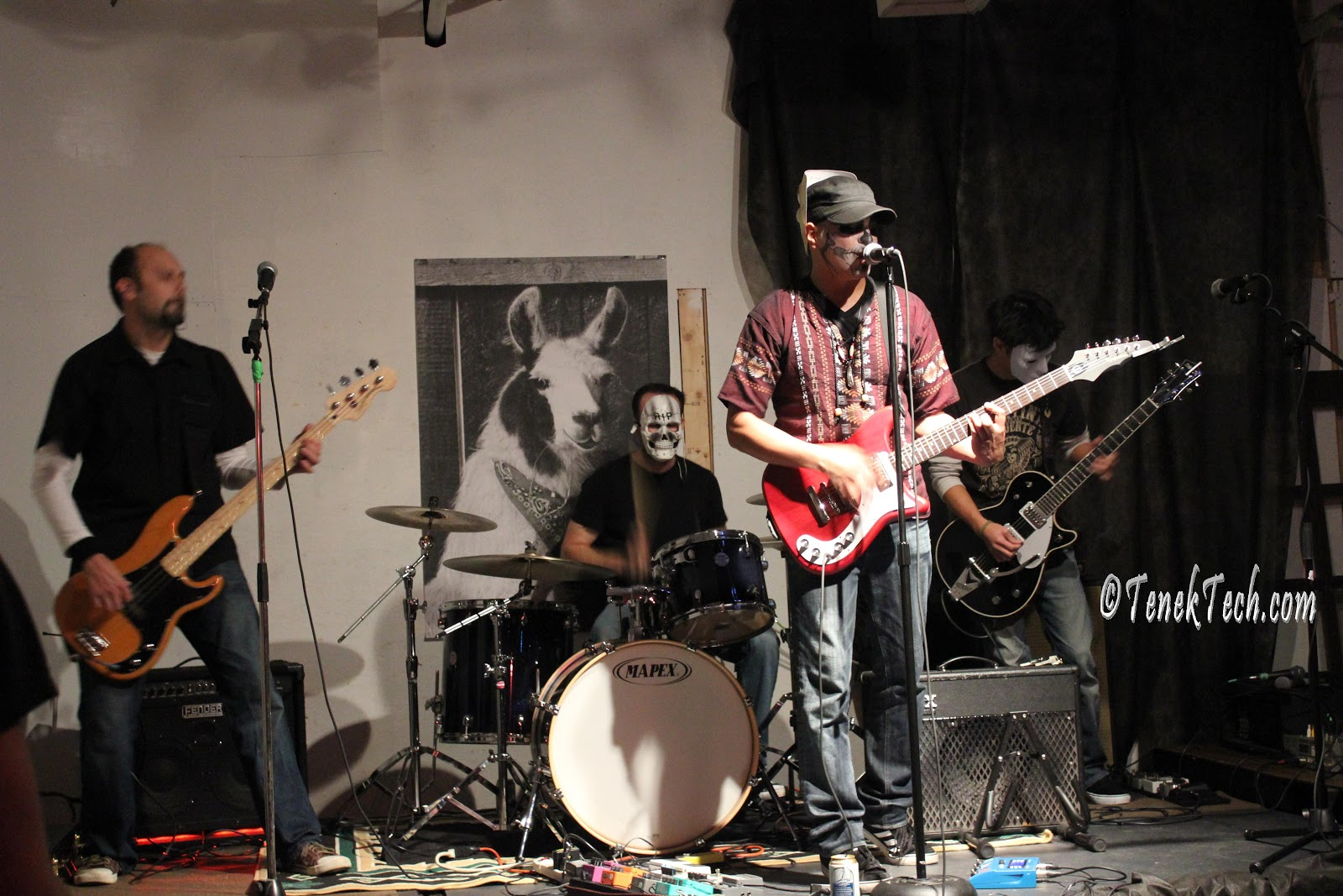 http://2.bp.blogspot.com/-lrzpXZ4jJKI/UJbfnzKTCvI/AAAAAAAACmI/tGyhFkDc880/s1600/vancouverdayofthedeadlovelustbandvanmusiccitrmusterstudios2012_11_03_9230.JPG