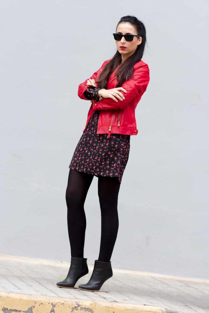 Mini vestido con chaqueta perfecto de cuero roja de Zara