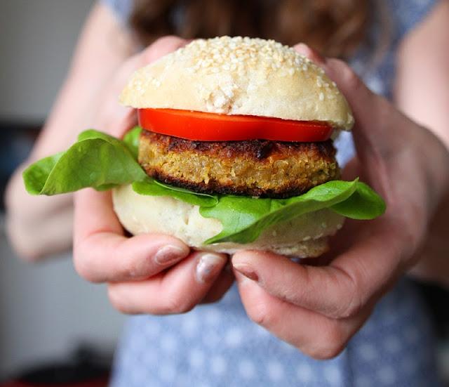 Oppskrift Vegansk Burger Tofu Bønner Proteinrik Vegetarmat Vegetarburger Hjemmelaget Burger