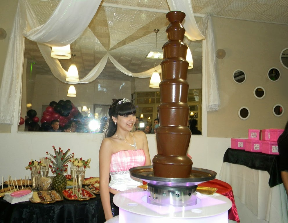 mesa dulce de cascada de chocolate