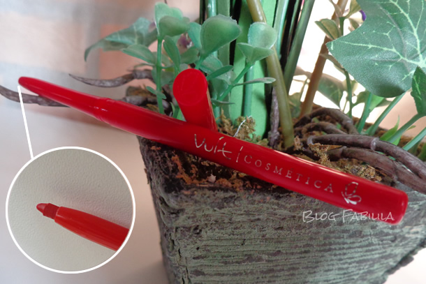 Swatche: Lápiseira Labial Vermelho Vult