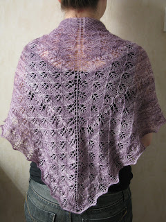 Buddleia shawl knitting pattern by Littletheorem. Lace shawl, lace leaves and flowers.