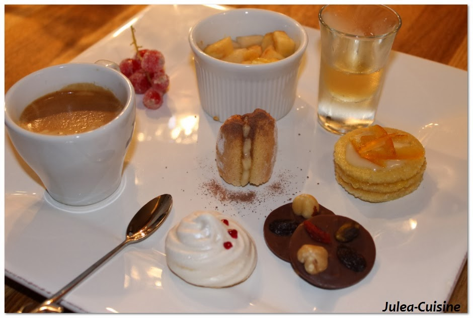 caf gourmand meringue cerise petit four l 39 orange salade de fruit et son sirop buchette. Black Bedroom Furniture Sets. Home Design Ideas