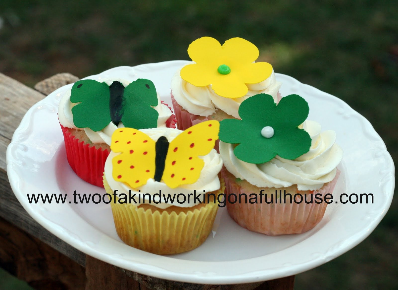 http://2.bp.blogspot.com/-lt4htmg3zHU/TdUlqPAWvyI/AAAAAAAAFKQ/02iADGfrjdQ/s1600/cupcakes.jpg