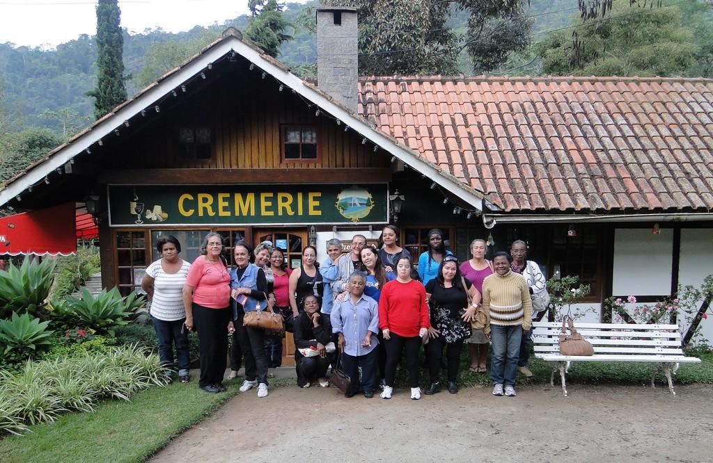 Alunas do curso de alfabetização na Fazenda Genève em Teresópolis