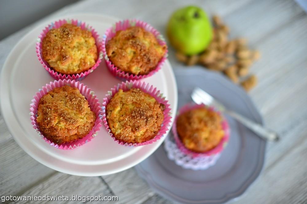 Muffinki z gruszką i imbirem chrupiące