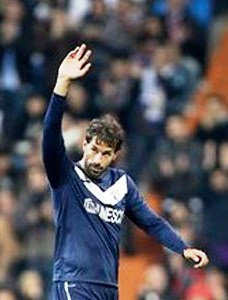 Van Nistelrooy Mendapat Standing Ovation Publik Bernabeu
