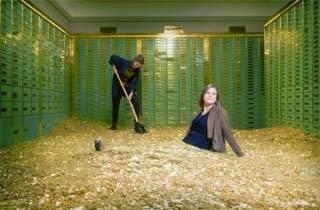 Menikmati Berenang Di Tumpukan Uang Bank Swiss