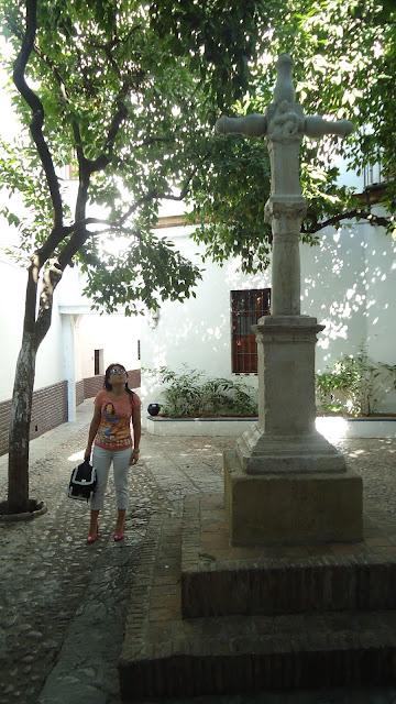outfit-en-plaza-santa-marta-sevilla