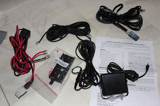 Extra strömkabel för t.e.x montage i bilen (lätta att flytta radion mellan). Sen separationskit och extra högtalare medföljer köpet. Mycket tillbehör som medföljer kan jag tycka.