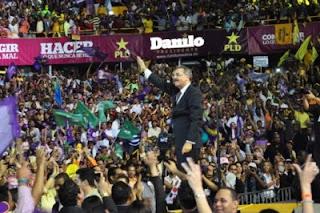 Danilo Medina ofrece el corazón a los pobres y el látigo para los deshonestos