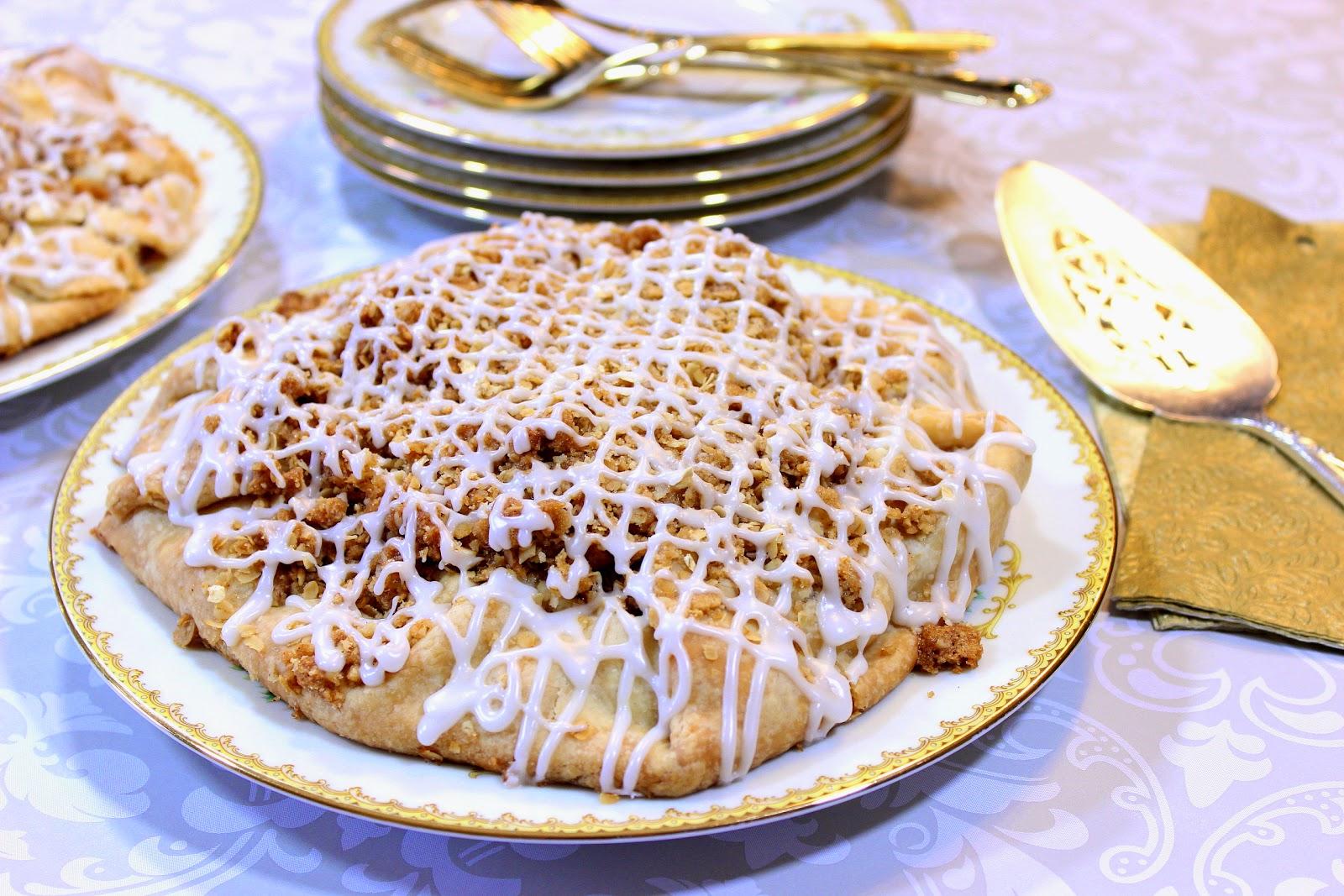 http://www.kudoskitchenbyrenee.com/2015/04/apple-crumble-crostata.html