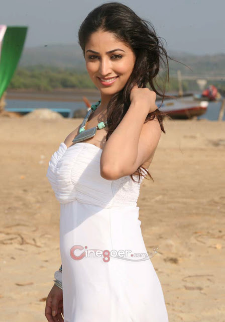 Yami Gautam sexy body