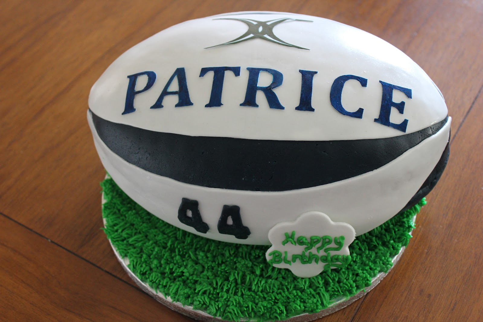 Cupcake lovers in paris rugby ball cake g teau ballon de rugby - Ballon rugby chocolat ...