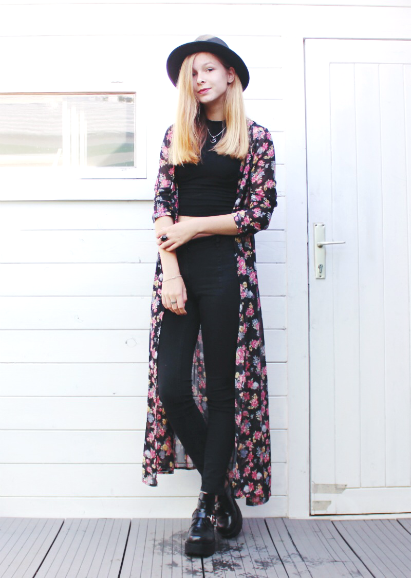 outfit floral kimono black jeans cut out boots and hat