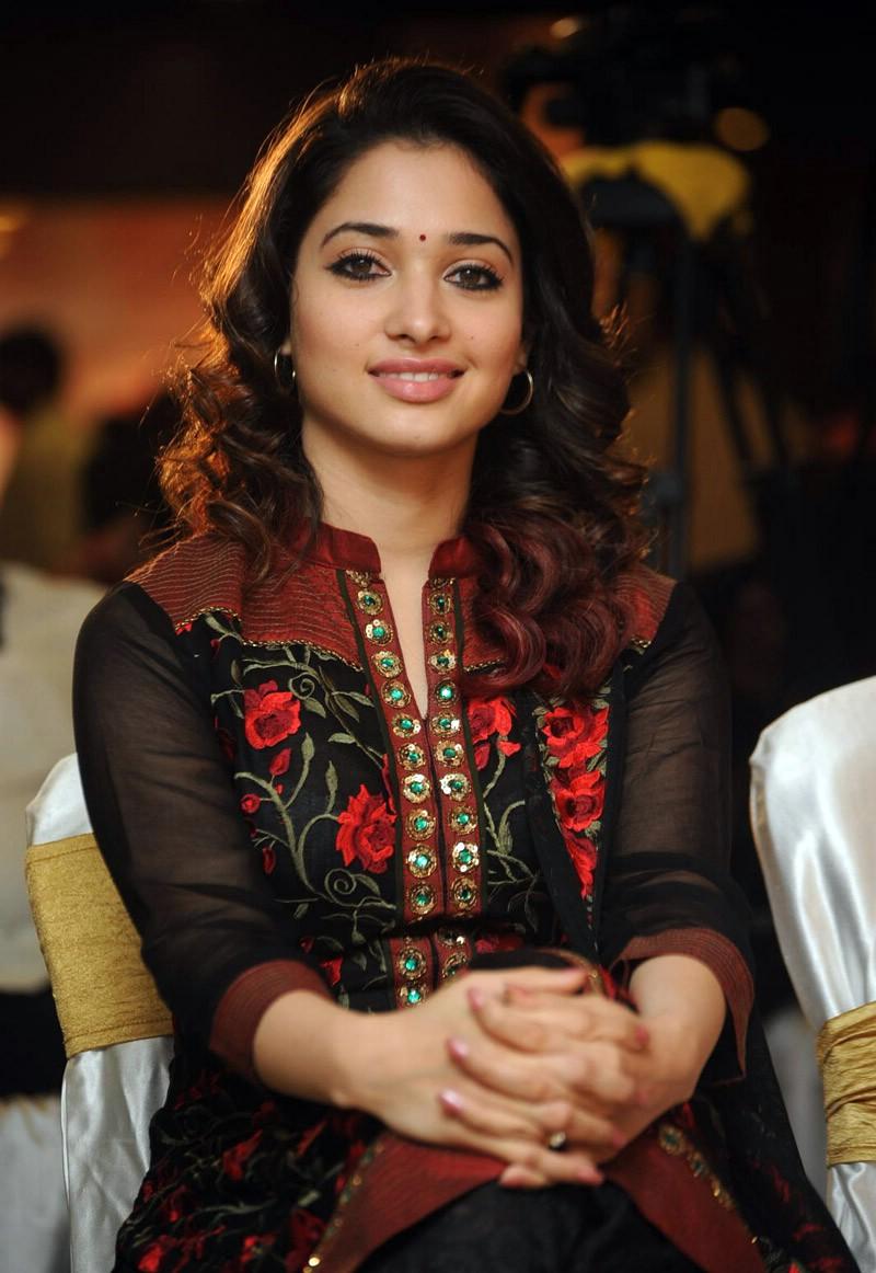Tamanna Beautiful In Black Saree HD Free Wallpapers - tamanna beautiful in black saree wallpapers