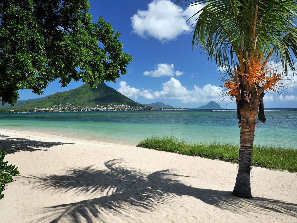 http://2.bp.blogspot.com/-lv6tFAlAq3w/T8KIvLGn0zI/AAAAAAAABr0/jkNVbLAHBxk/s1600/Maradiva_Beach_Mauritius_Wallpaper_hfajx.jpg