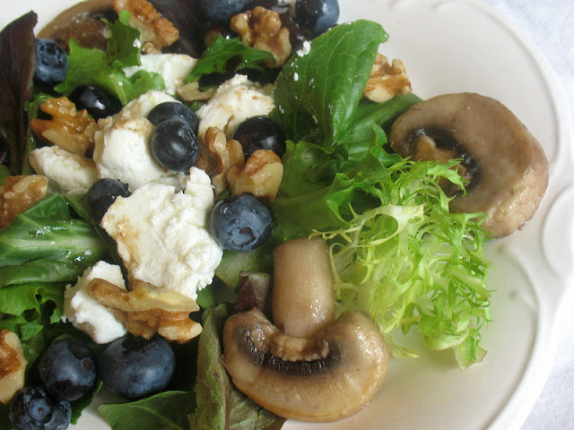 blueberry goat cheese salad