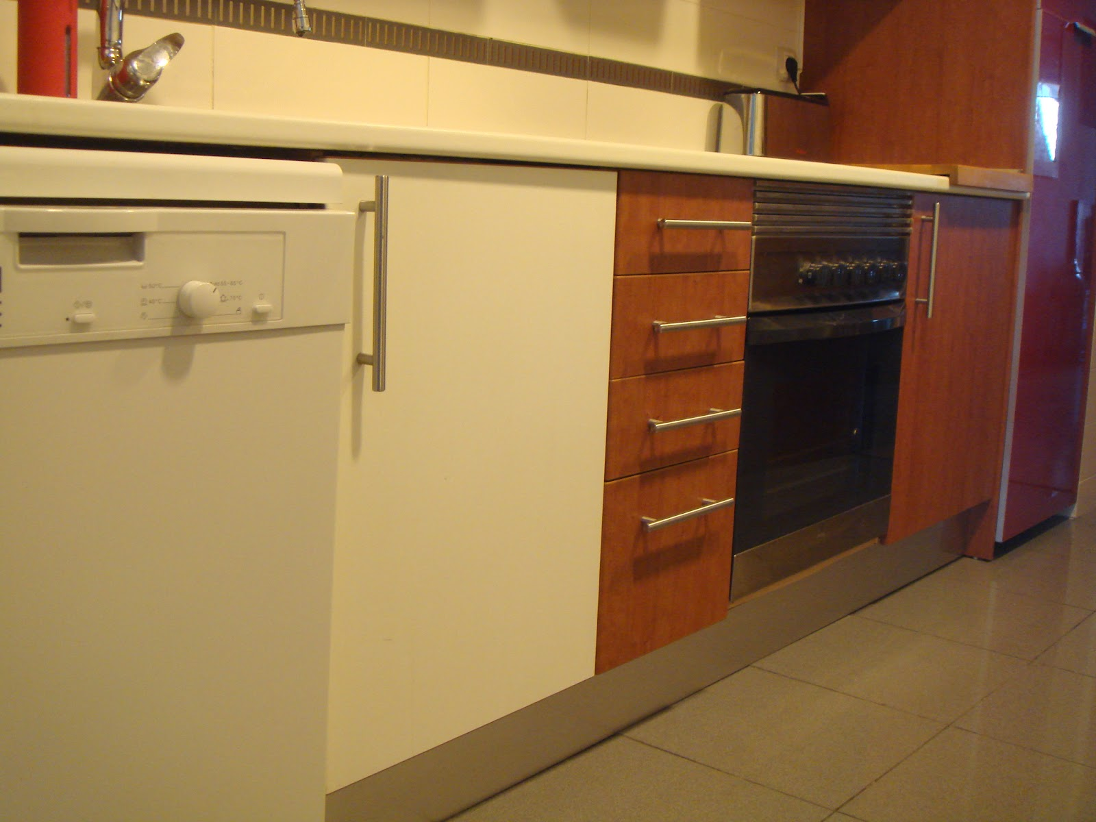 Hermoso forrar armarios de cocina galer a de im genes - Como forrar muebles de cocina ...