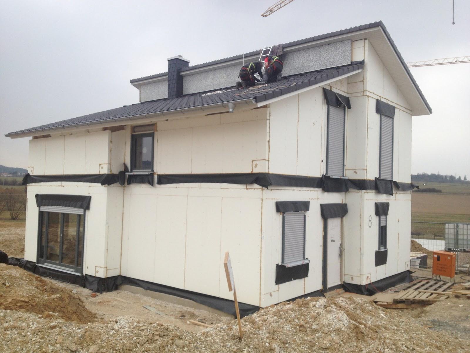 unser eigenes kleines reich die solarplatten sind auf dem dach. Black Bedroom Furniture Sets. Home Design Ideas