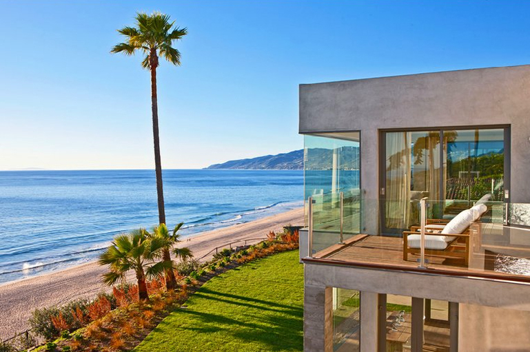 Seaside style malibu beach house for Glass houses for sale in california