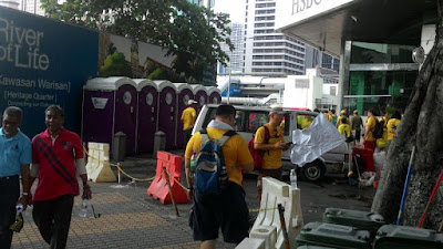 "alt=""Bersih 4: Even more portable toilets at HSBC"