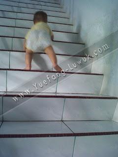 hadi_naik_tangga_lantai_3