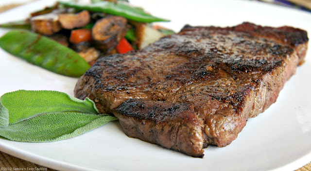 100% Organic Sirloin Steak with Salad. Delicious, simple and healthy benefits using Organic local meat.