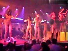 Bar nude nhảy thác loạn