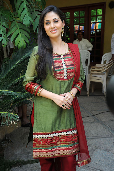 Sada in Classic Salwar Suit, Traditional Indian Salwar Punjabi Suit latest photos