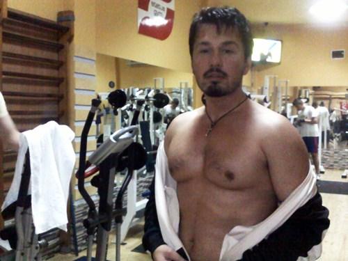 olsi mingomataj tregon muskujt ka postuar ne facebook un e tij nje