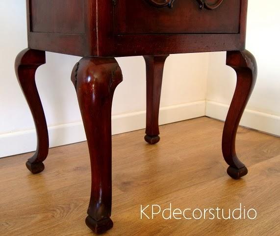 Muebles antiguos isabelinos. Comprar mesita vintage para recibidor