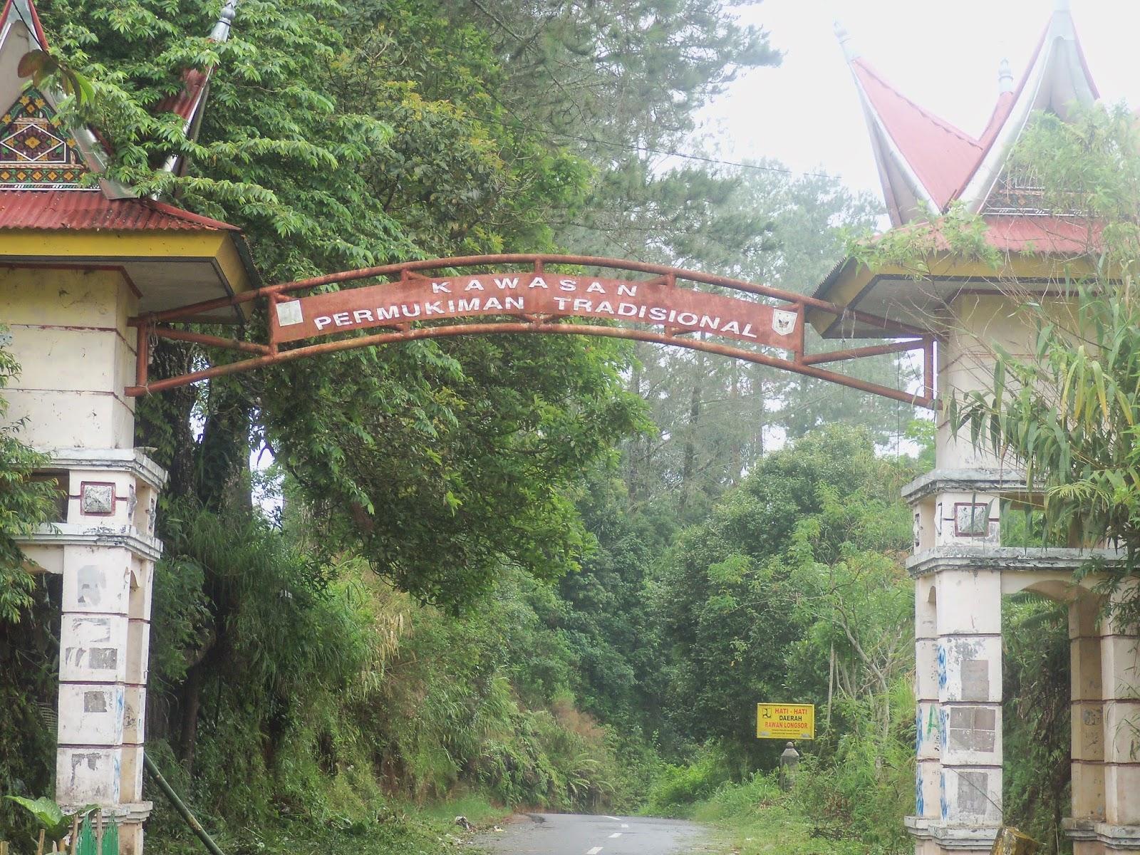 gerbang selamat datang permukiman tradisional