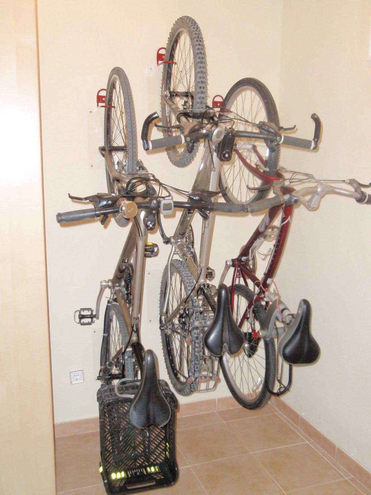bici por barcelona tres bicis en 1 3 mentros de pared