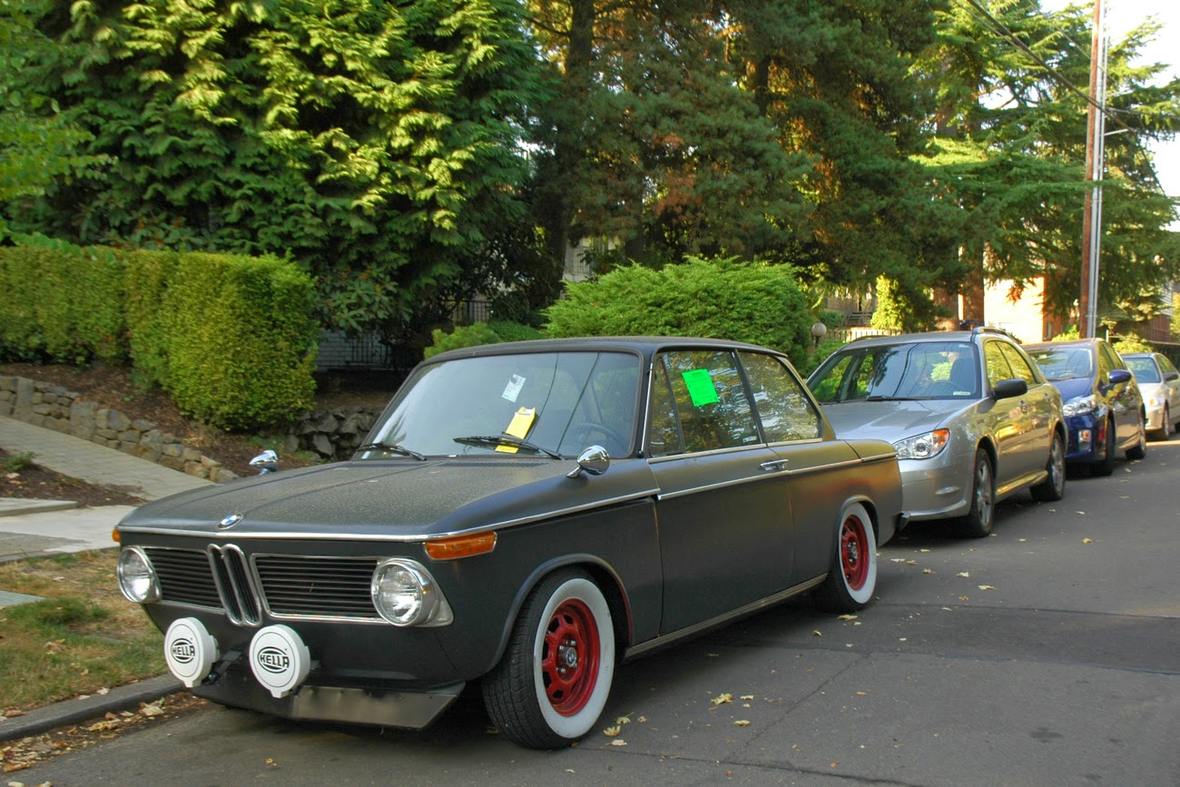 OLD PARKED CARS BMW - 1971 bmw 2002