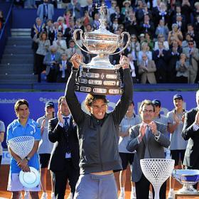 TENIS-Nadal consigue el Conde de Godó frente a un gran Ferrer