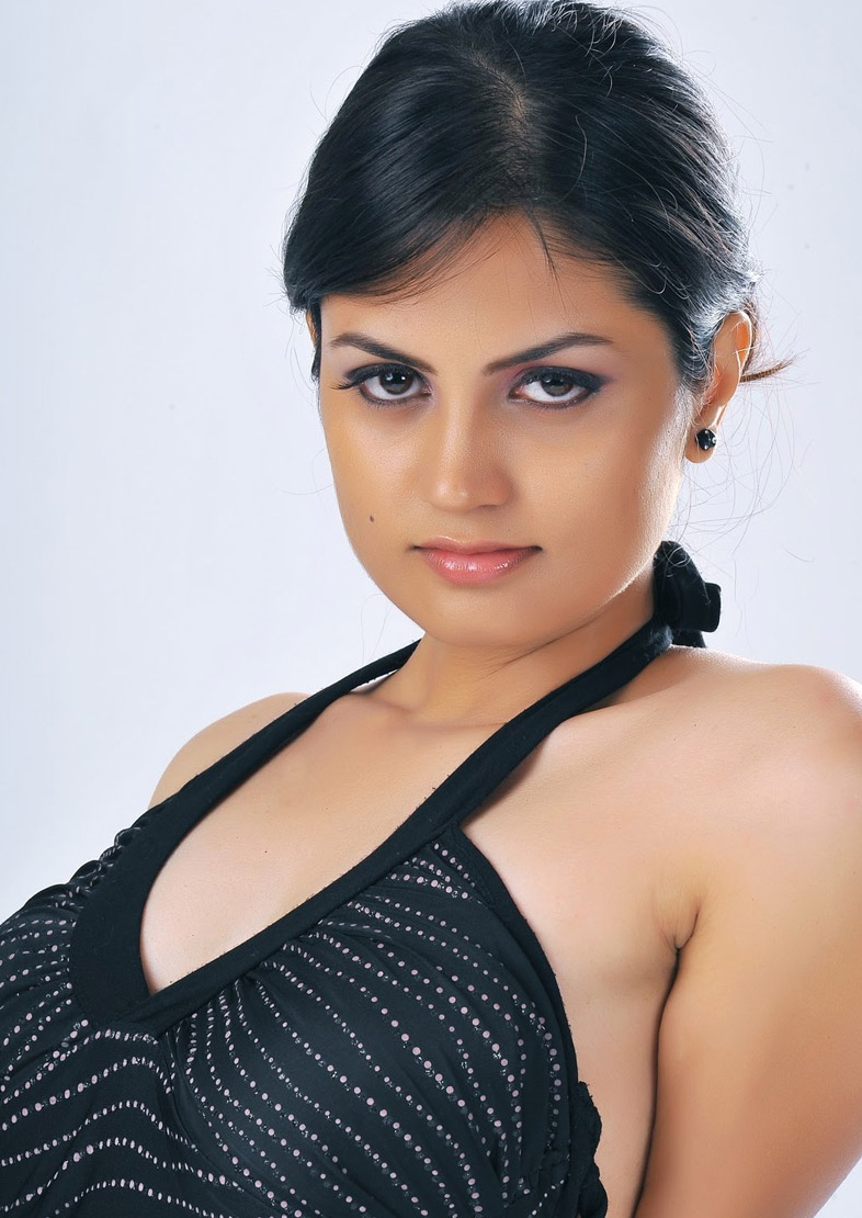 Hot Actress Madhulika Pictures