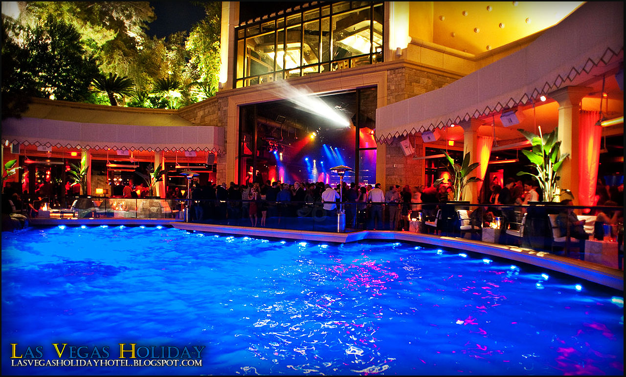 Las vegas holiday wynn las vegas encode for Indoor swimming pools in las vegas