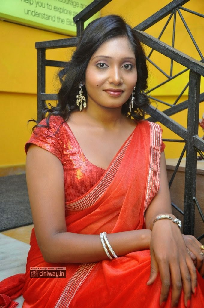 Actress-Eesha-Stills-at-Pawanism-Audio-Launch