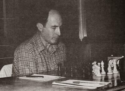 Josep Paredes Prats jugando al ajedrez en 1983